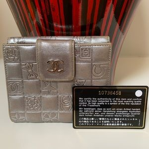 😍Chanel Metallic Silver Charm Icon Leather Wallet